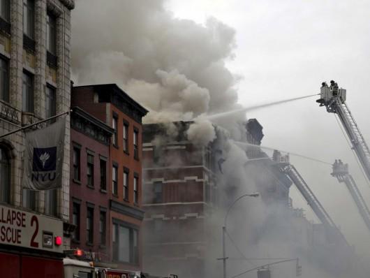USA - Potężna eksplozja na parterze kamienicy nowojorskiej dzielnicy East Village 4