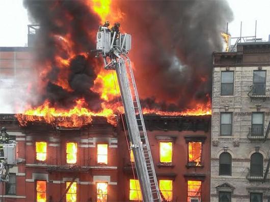 USA - Potężna eksplozja na parterze kamienicy nowojorskiej dzielnicy East Village 5