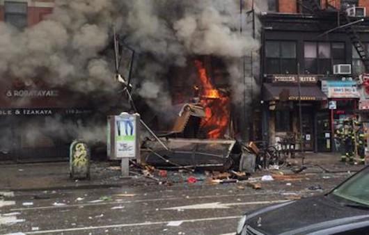 USA - Potężna eksplozja na parterze kamienicy nowojorskiej dzielnicy East Village 6