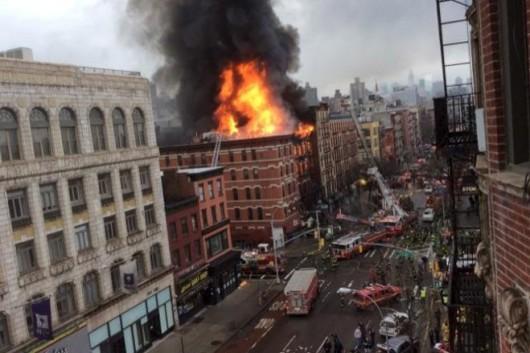 USA - Potężna eksplozja na parterze kamienicy nowojorskiej dzielnicy East Village 8