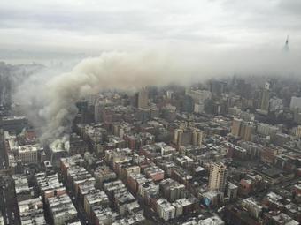 USA - Potężna eksplozja na parterze kamienicy nowojorskiej dzielnicy East Village