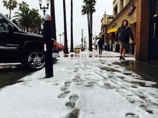 USA - W rezultacie załamania pogody w Kalifornii spadł grad 1