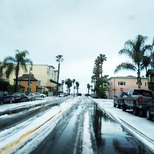 USA - W rezultacie załamania pogody w Kalifornii spadł grad 5
