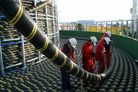 Układanie podmorskiego kabla energetycznego