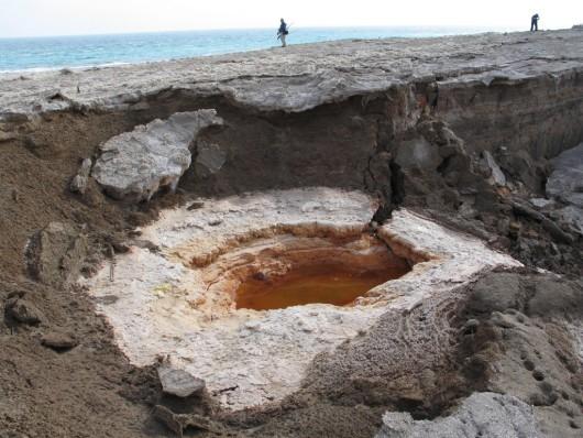 Zapada się wybrzeże Morza Martwego 12