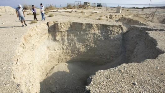 Zapada się wybrzeże Morza Martwego 2