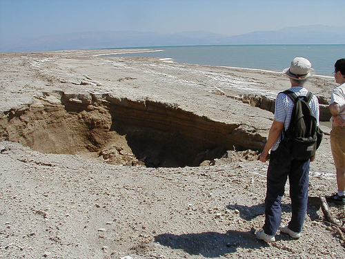 Zapada się wybrzeże Morza Martwego 9
