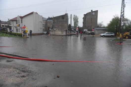 Brzeziny, Polska - Burze i ulewne deszcze, pozalewane domy i samochody 3