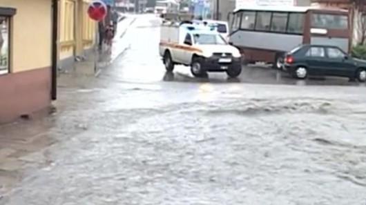 Brzeziny, Polska - Burze i ulewne deszcze, pozalewane domy i samochody 4