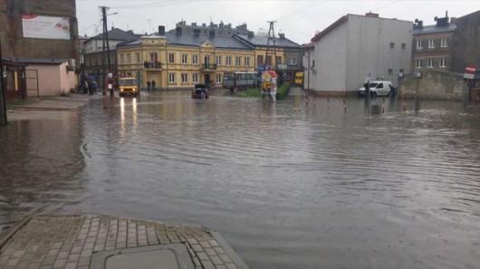 Brzeziny, Polska - Burze i ulewne deszcze, pozalewane domy i samochody 6