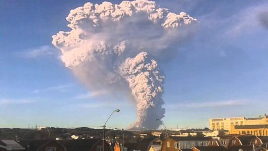 Chile - Kolejna potężna erupcja wulkanu Calbuco