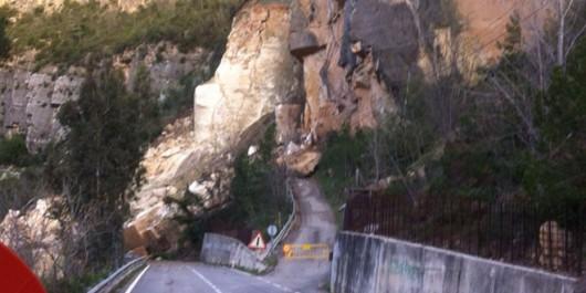 Cortes de Pallas, Hiszpania - Lawina błotna zsunęła się na drogę dojazdową 4