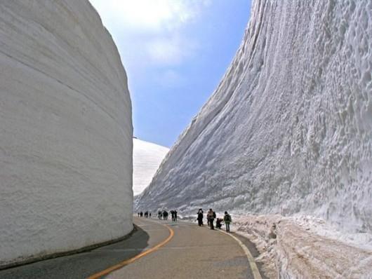 Japonia - Śnieżny tunel otwarty został dla turystów 5