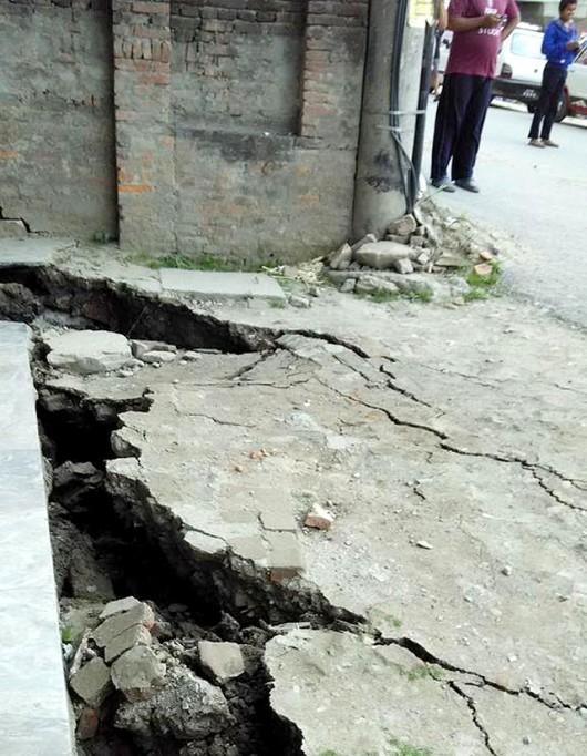 Katmandu, Nepal - Bardzo silne trzęsienie ziemi, magnituda 7.9 w skali Richtera 19