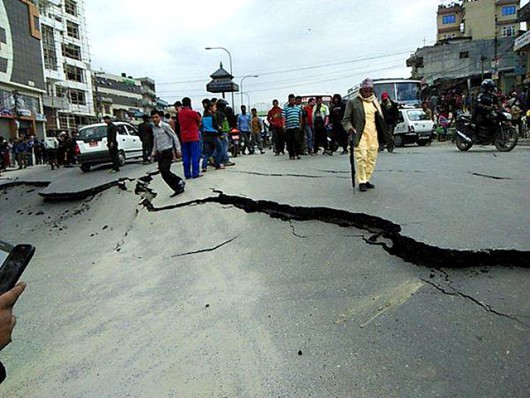 Katmandu, Nepal - Bardzo silne trzęsienie ziemi, magnituda 7.9 w skali Richtera 20