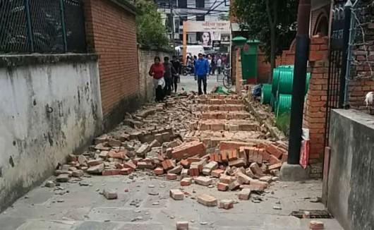 Katmandu, Nepal - Bardzo silne trzęsienie ziemi, magnituda 7.9 w skali Richtera 30
