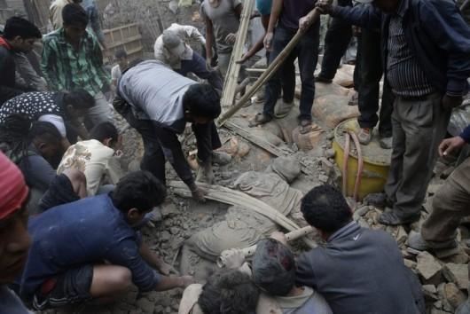 Katmandu, Nepal - Bardzo silne trzęsienie ziemi, magnituda 7.9 w skali Richtera 8