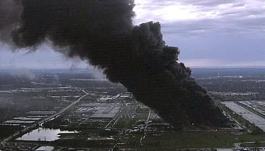 Louisville, USA - Ogromny pożar w fabryce General Electric 1