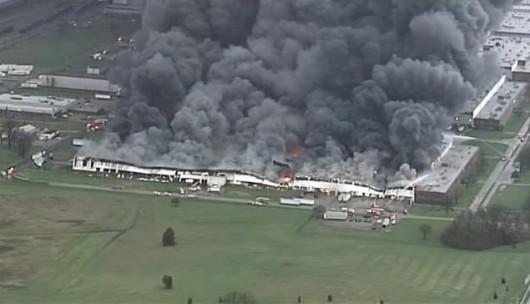 Louisville, USA - Ogromny pożar w fabryce General Electric 2