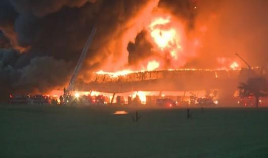 Louisville, USA - Ogromny pożar w fabryce General Electric 4