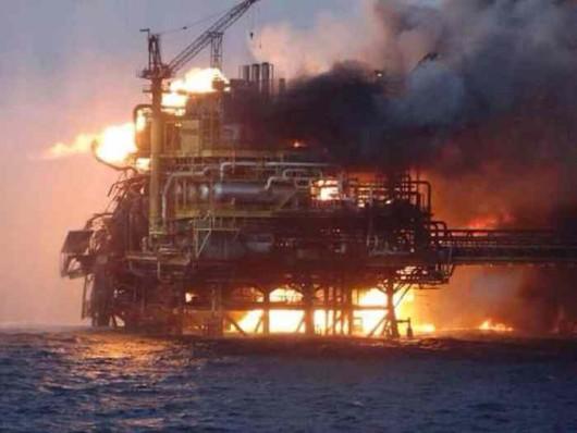 Meksyk - Ogromny pożar na platformie wiertniczej w Zatoce Meksykańskiej 2