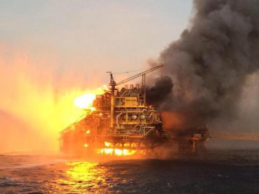 Meksyk - Ogromny pożar na platformie wiertniczej w Zatoce Meksykańskiej 4