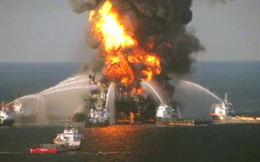 Meksyk - Ogromny pożar na platformie wiertniczej w Zatoce Meksykańskiej 5