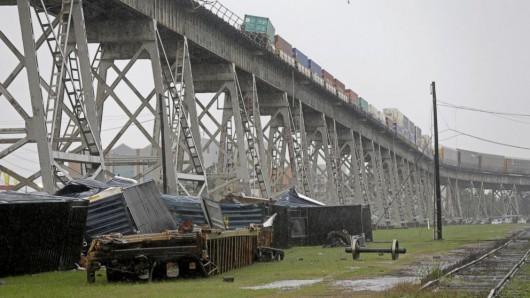 Nowy Orlean, USA - Potężna burza pozbawiła prądu ponad 200 tysięcy gospodarstw domowych 5