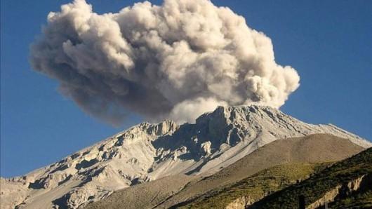 Peru - Po czterech miesiącach przerwy, znów uaktywnił się wulkan Ubinas