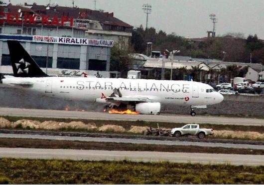 Stambuł, Turcja - Zapalił się silnik Airbusa A320 2