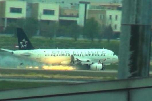Stambuł, Turcja - Zapalił się silnik Airbusa A320