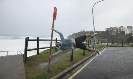 Sydney, Australia - Ogromna burza pozbawiła prądu 200 tysięcy osób 18