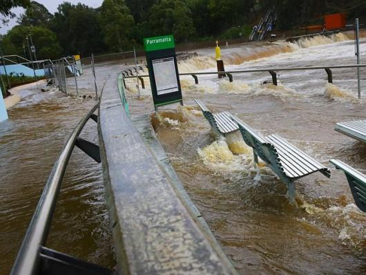 Sydney, Australia - Ogromna burza pozbawiła prądu 200 tysięcy osób 19