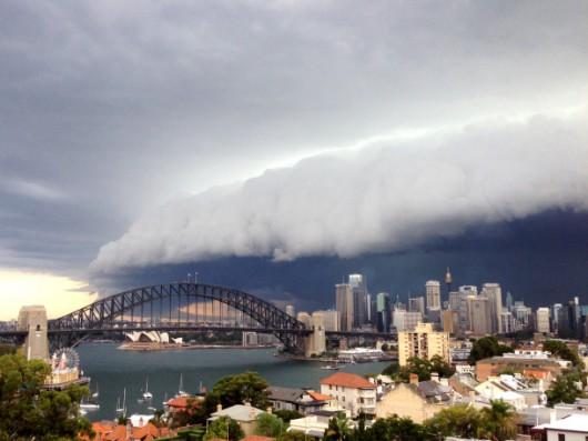 Sydney, Australia - Ogromna burza pozbawiła prądu 200 tysięcy osób