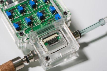 Szwajcaria - Stworzono prototyp kieszonkowego urządzenia, które poprzez analizę wydychanego powietrza zidentyfikuje nowotwory górnych dróg oddechowych