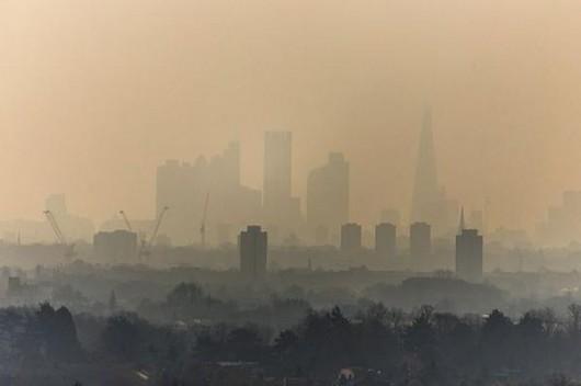 UK - Pył znad Sahary i spaliny samochodowe spowodowały ogromne zanieczyszczenie powietrza 3