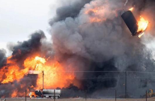 USA - Piorun uderzył w zakład wydobywczy gazu łupkowego w Teksasie 2