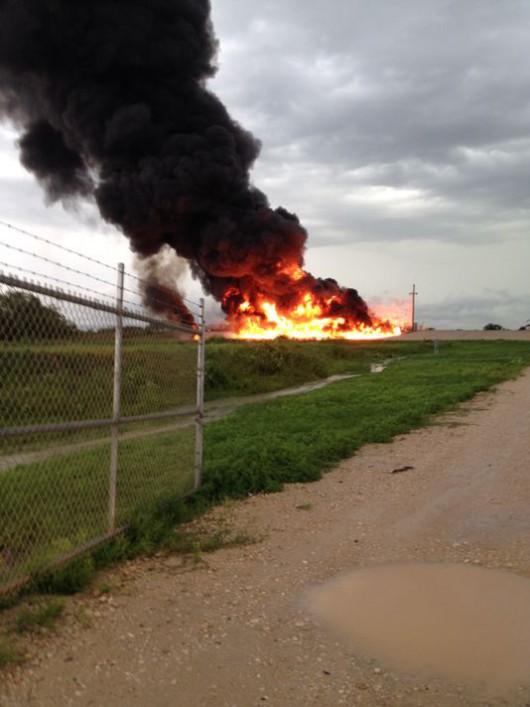 USA - Piorun uderzył w zakład wydobywczy gazu łupkowego w Teksasie