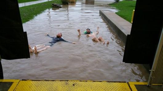 USA - Ulewny deszcz 60 lmkw w ciągu 30 minut i grad wielkości piłek golfowych 1