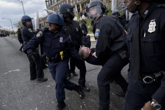 USA - W wielu miastach ludzie wyszli na ulicę, protestują przeciw brutalnemu traktowaniu przez policję 1