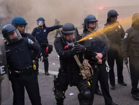 USA - W wielu miastach ludzie wyszli na ulicę, protestują przeciw brutalnemu traktowaniu przez policję 2