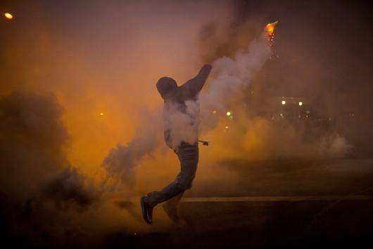 USA - W wielu miastach ludzie wyszli na ulicę, protestują przeciw brutalnemu traktowaniu przez policję