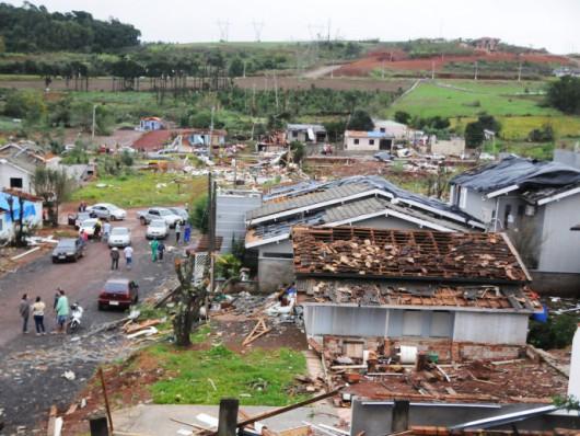 Xanxere, Brazylia - Potężne tornado w 5 minut zniszczyło 2600 gospodarstw 3