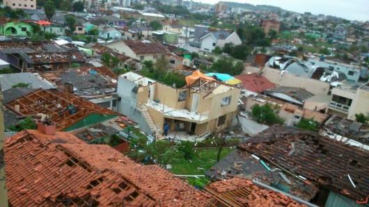 Xanxere, Brazylia - Potężne tornado w 5 minut zniszczyło 2600 gospodarstw