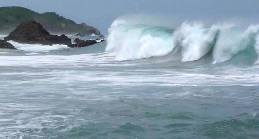 Ameryka Południowa - Wysokie na 4 metry martwe fale zabiły już 3 osoby 1