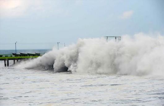 Ameryka Południowa - Wysokie na 4 metry martwe fale zabiły już 3 osoby 4