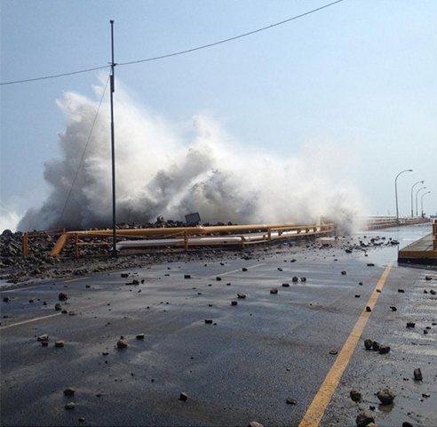 Ameryka Południowa - Wysokie na 4 metry martwe fale zabiły już 3 osoby 5