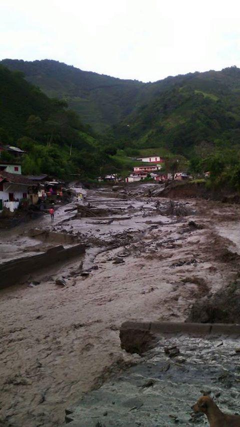 Antioquia, Kolumbia - Co najmniej 40 osób zabiła rzeka błota 1
