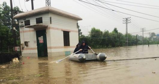 Chiny - Ulewne deszcze spowodowały powódź 1