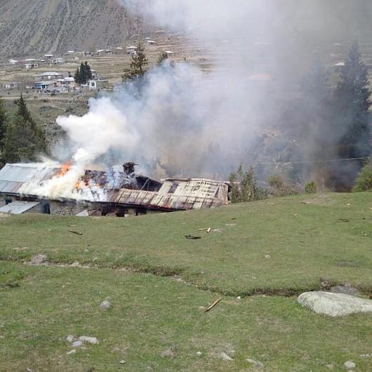 Dolina Naltar, Pakistan - Śmigłowiec spadł na szkołę 2